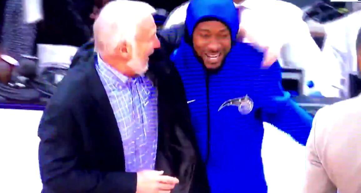 【影片】奸詐的老頭子!Popovich在比賽中「鎖喉」對方球員-Haters-黑特籃球NBA新聞影音圖片分享社區