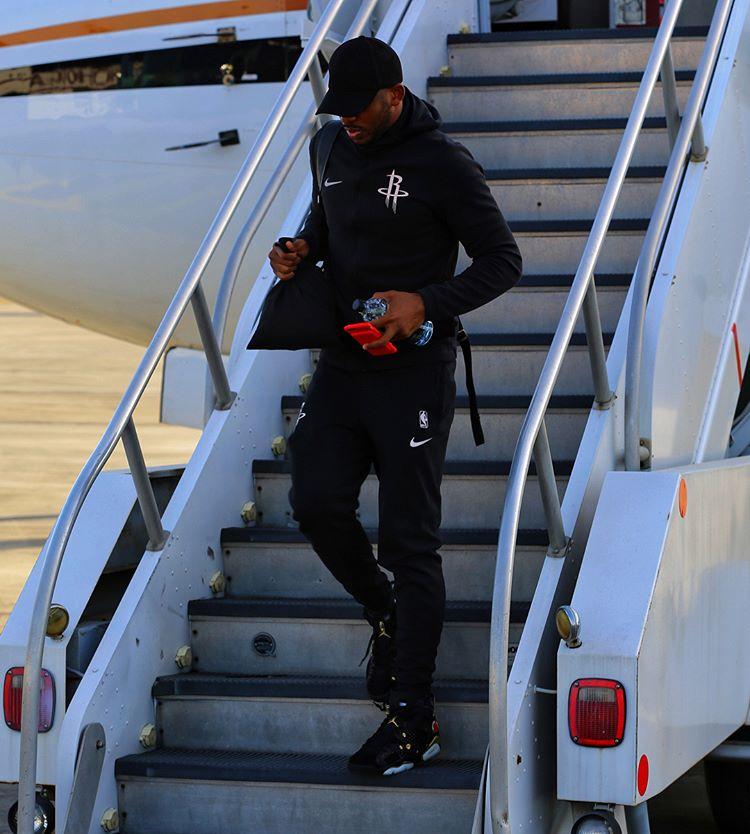 时时彩那个平台靠谱:落地!火箭官方发布球员乘机抵达新奥尔良的照片