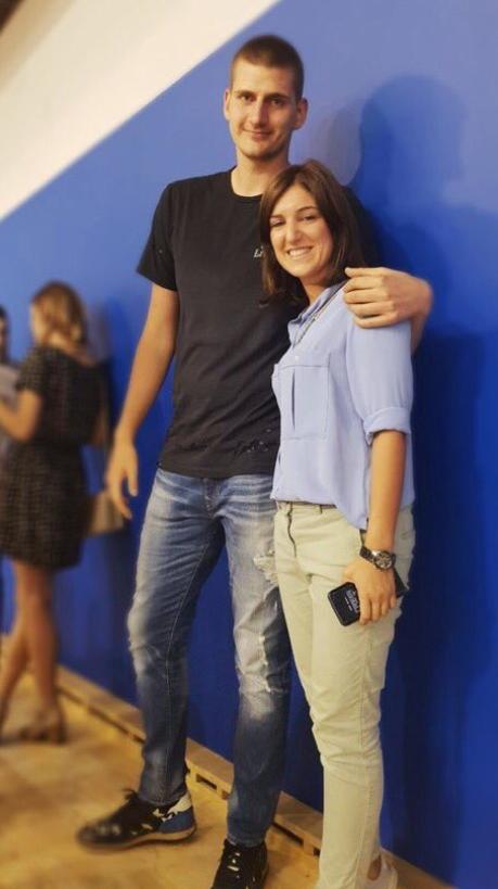 网上赌博平台:约基奇现身塞尔维亚篮球联赛现场,身材明显变瘦