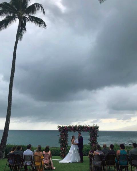 照片南斯夫人的小南斯宣布海边举行婚礼