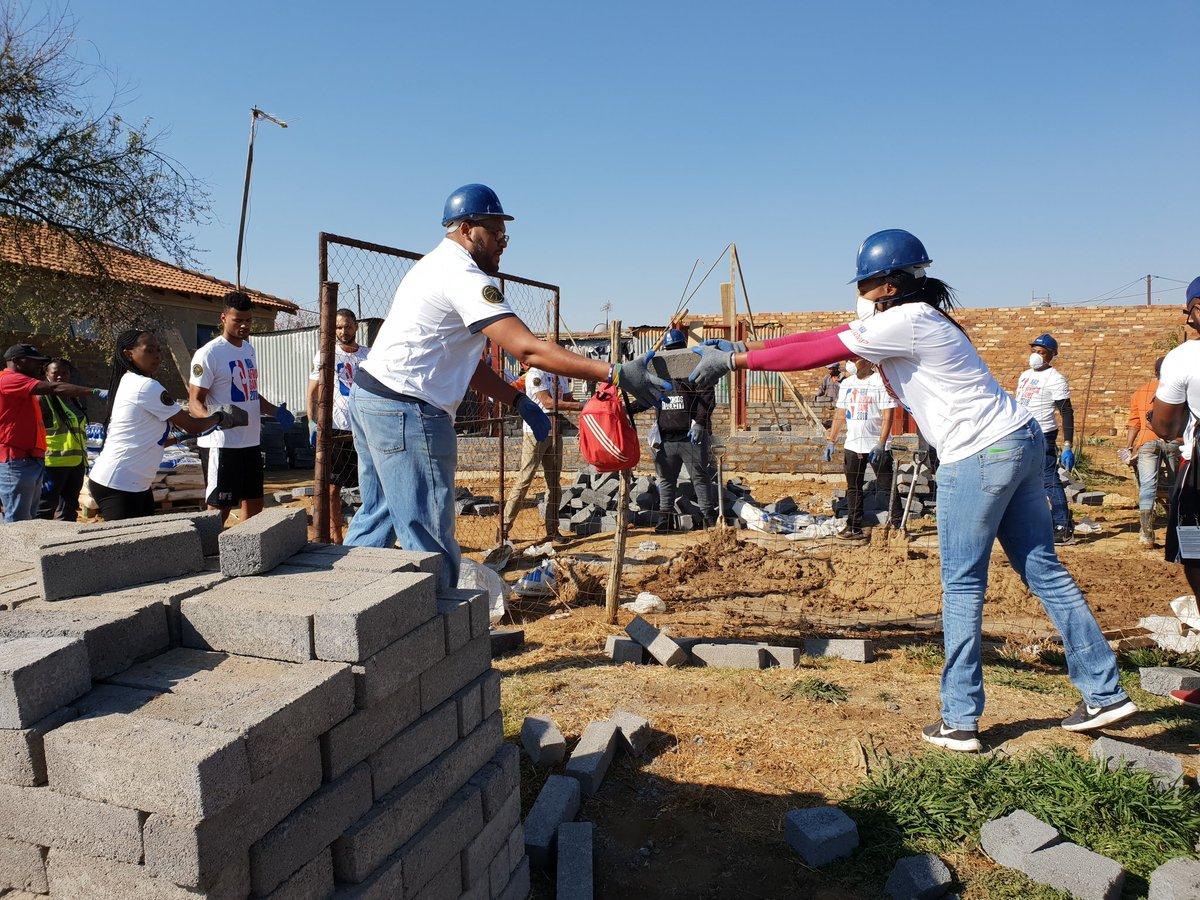 建造家园爱传递心!富尼耶帮忙非洲国民