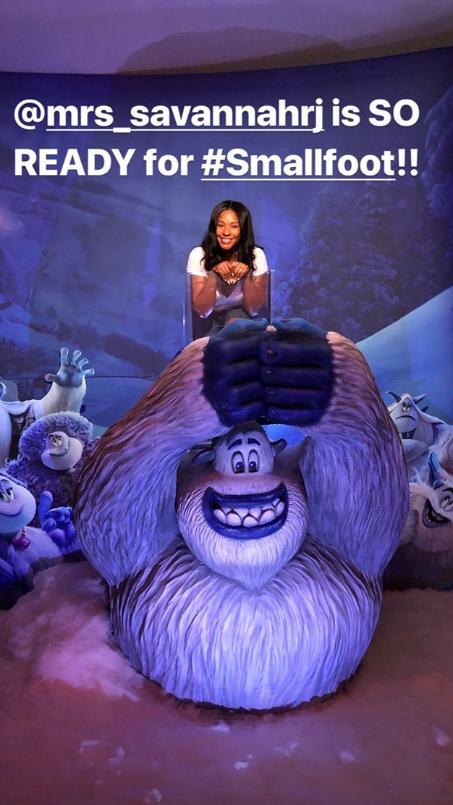 重庆时时彩霸主:詹姆斯带着家人观看电影《雪怪大冒险》