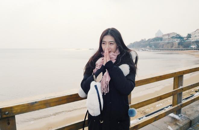 全明星赵睿与美女主播青岛海边喂海鸥