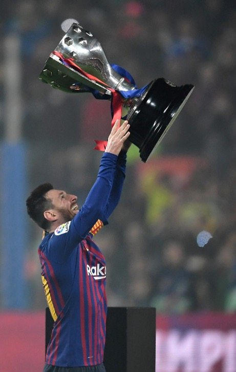 巴萨11年8冠!梅西拿下个人第10座西甲冠军