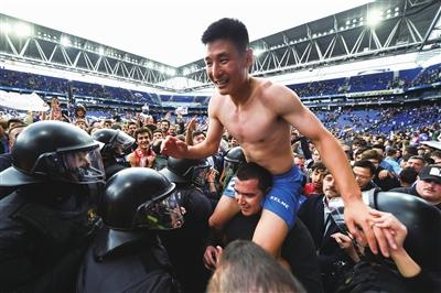 """武磊:抱着""""弱者心态""""留洋;这里所有人都专注足球本身"""