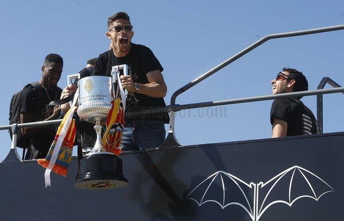 多图流:人山人海!瓦伦西亚举办国王杯夺冠庆祝活动
