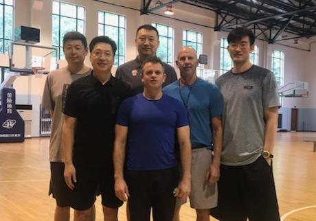 李春江晒新教练团队:男团正式亮相
