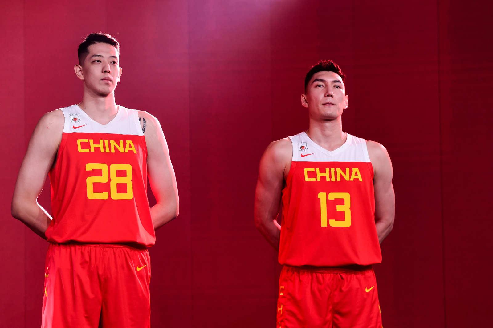 全新战袍!中国男篮身着世界杯新队服亮相