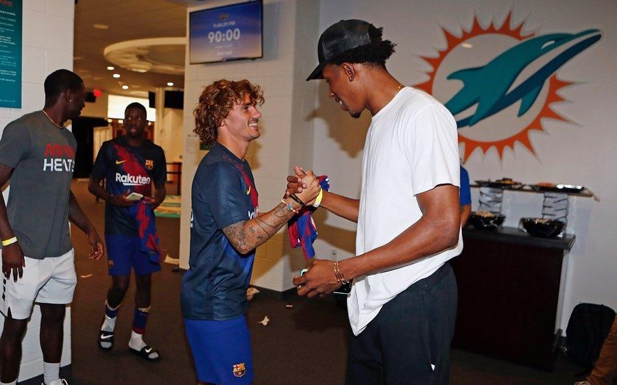 约什-理查德森探访西甲巴塞罗那俱乐部