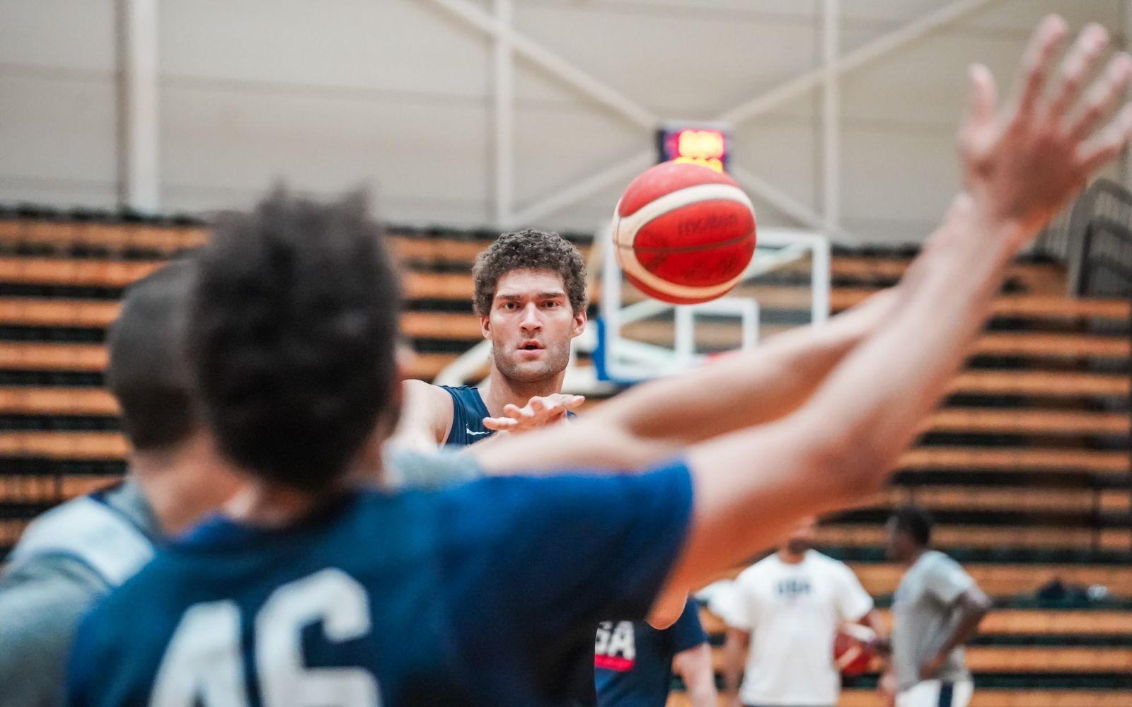 美国男篮官方发布训练图集:在澳大利亚第二天的训练结束