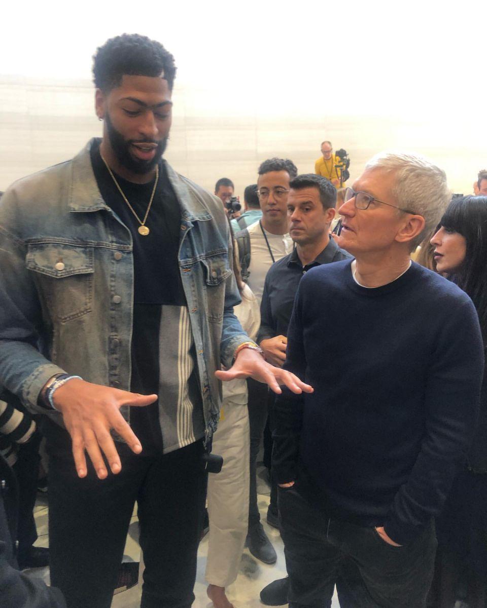 Davis曬照出席IPhone發佈會:為下代IPhone提出建議-Haters-黑特籃球NBA新聞影音圖片分享社區