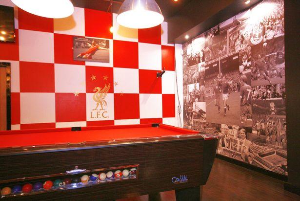 城市英雄!利物浦主题酒吧开业,巨幅克洛普画像夺人眼球