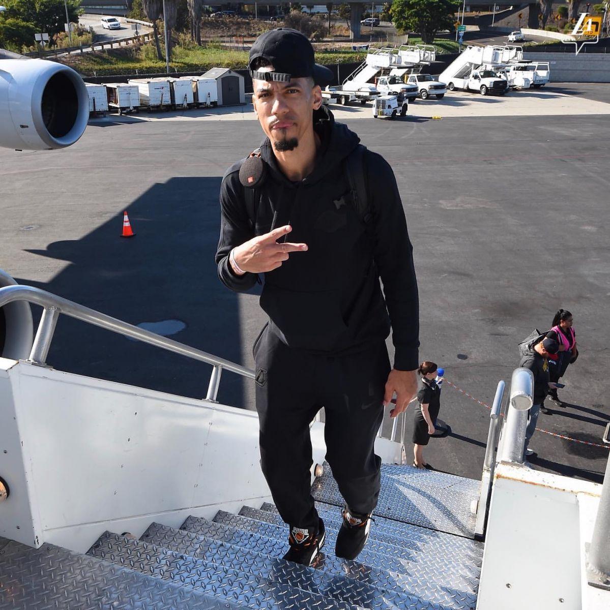 湖人官方發佈全隊登機前往中國參賽組圖-Haters-黑特籃球NBA新聞影音圖片分享社區