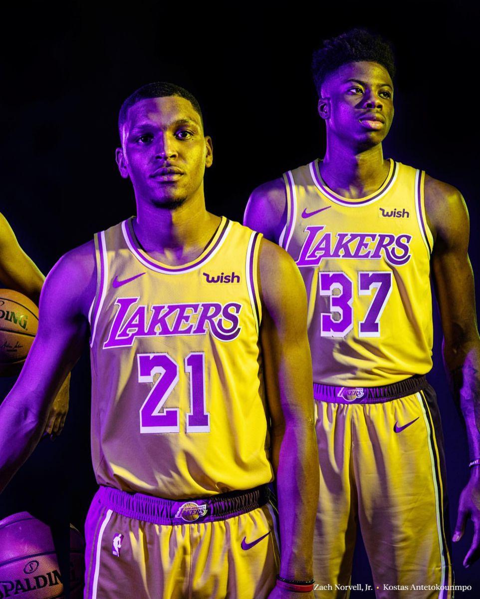 蓄勢待發!湖人官方發佈新賽季陣容全家福:我們回來了-Haters-黑特籃球NBA新聞影音圖片分享社區