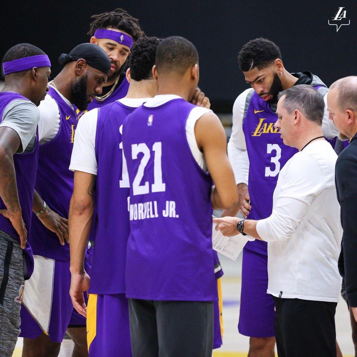 一觸即發!湖人官方發佈球隊訓練照及球員入場圖-Haters-黑特籃球NBA新聞影音圖片分享社區