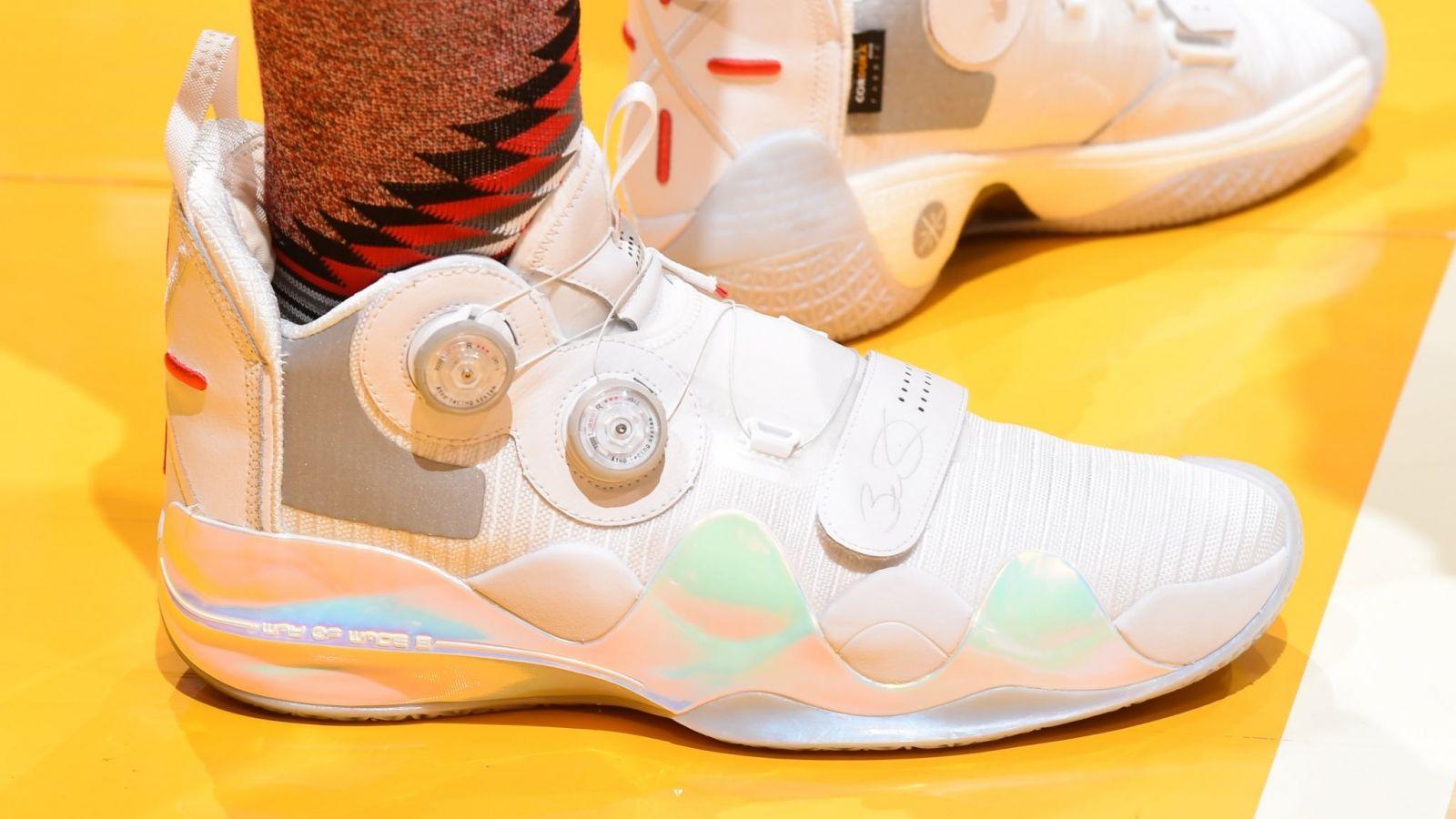 <b>今日常规赛上脚球鞋一览:场边观战韦德上脚韦德之道8</b>