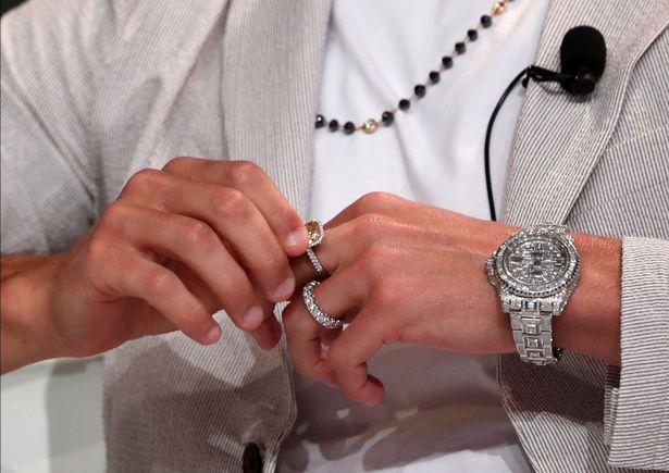 土豪总裁,C罗出席活动,左手饰品合计估价超60万镑