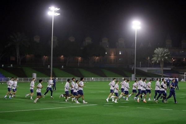 一图流:拜仁抵达卡塔尔多哈,进行首堂训练课