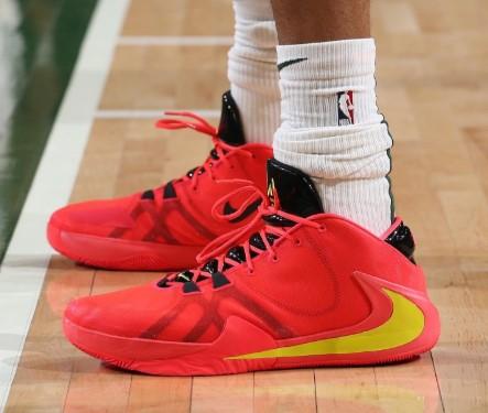 今日球鞋:格兰特上脚AJ11 Concord,哈勒尔上脚 詹11