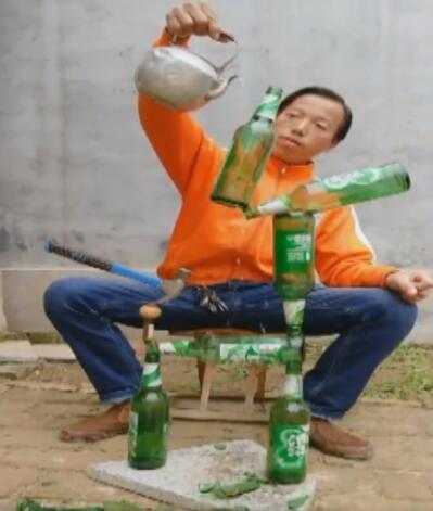 """鲁能球迷成""""平衡术达人"""",曾登央视舞台吸粉超百万"""