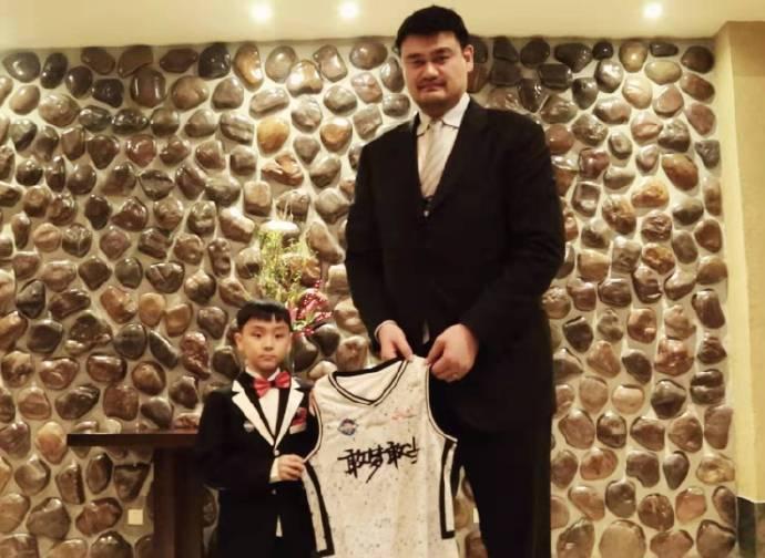 官宣:CBA一天合同签约虎扑小球员刘伟豪,将亮相星锐赛