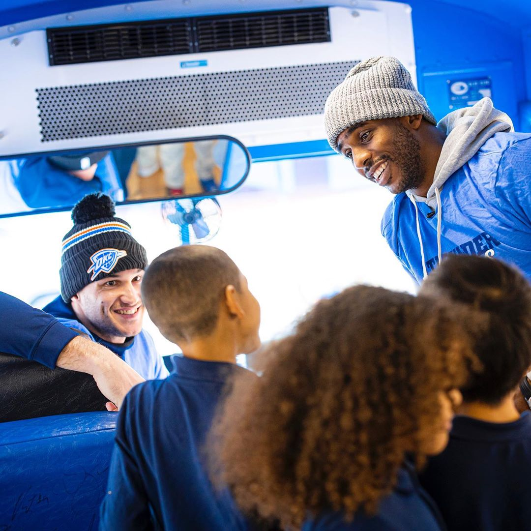 开卷有益!保罗、加里纳利参加社区活动,陪孩子们阅读