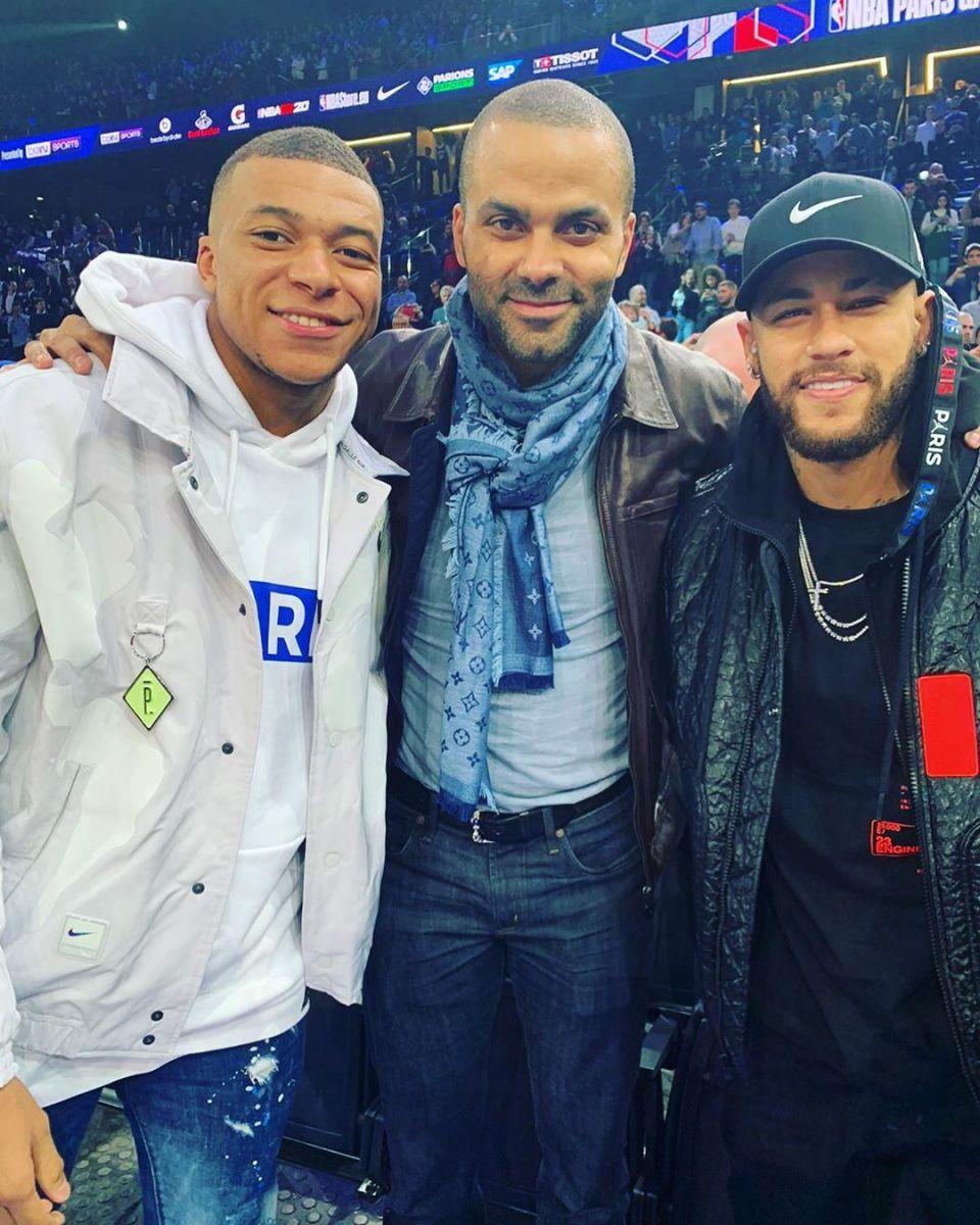 新三巨头!帕克观看NBA巴黎赛,晒与内马尔和姆巴佩合照