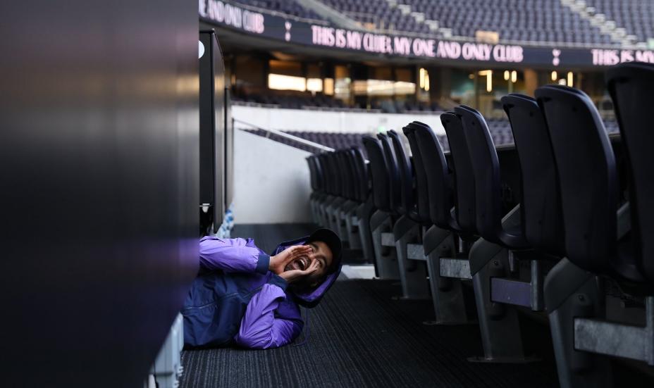 奇妙之旅!小卢卡斯藏在热刺新球场隐蔽处,为球迷送惊喜