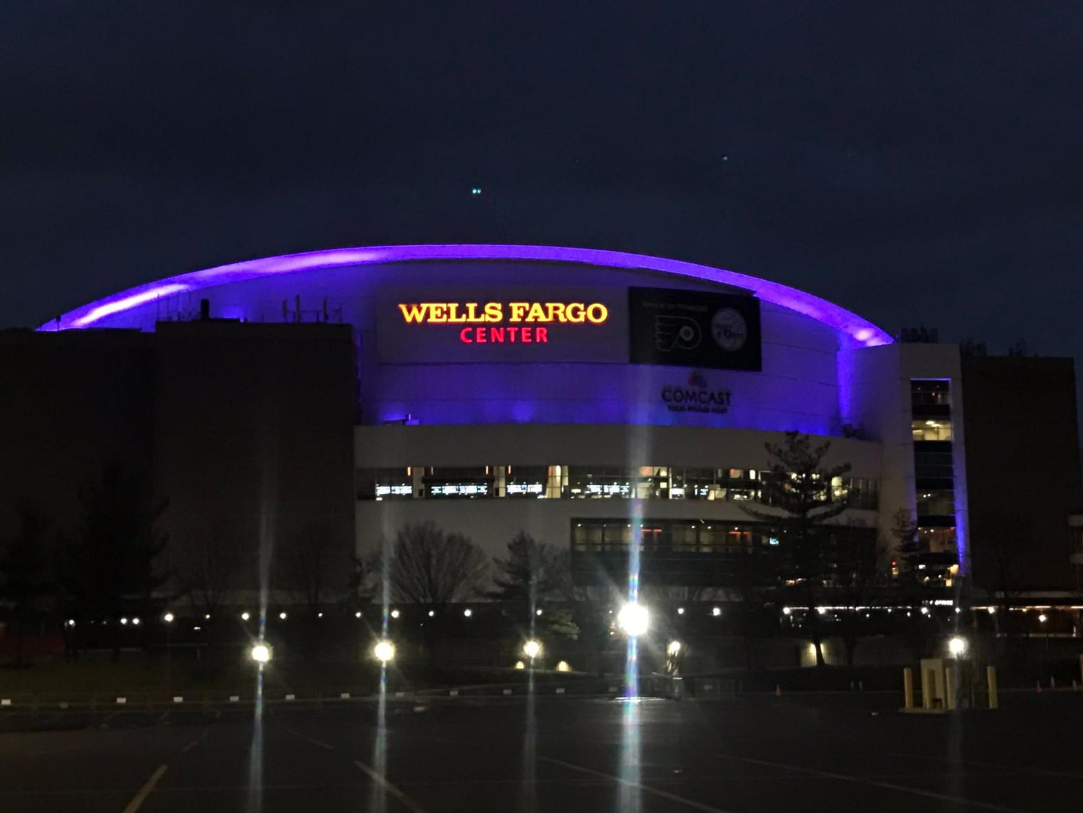 科比家乡费城多处球馆、大桥和高楼点亮紫金灯光纪念科比
