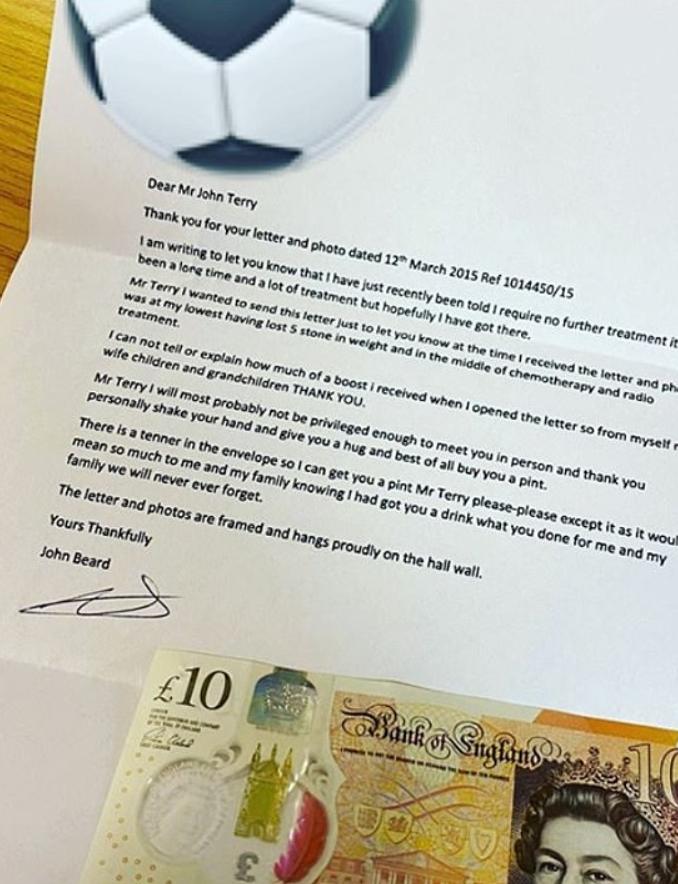 感恩于心,特里2015年送癌症球迷签名照,如今收到回信