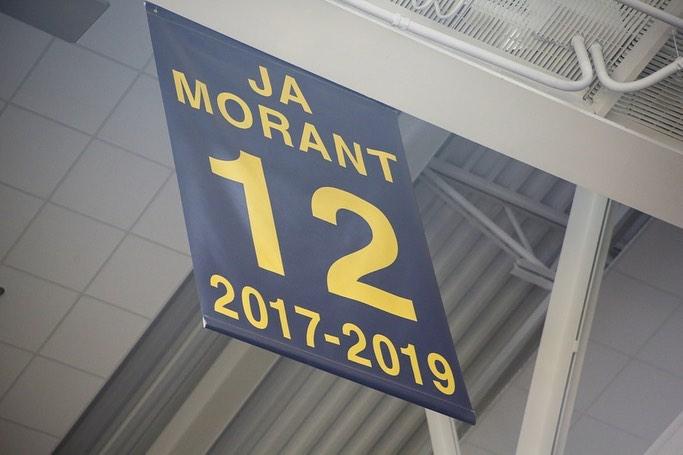 母校之光!灰熊官方发图祝贺莫兰特大学球衣退役