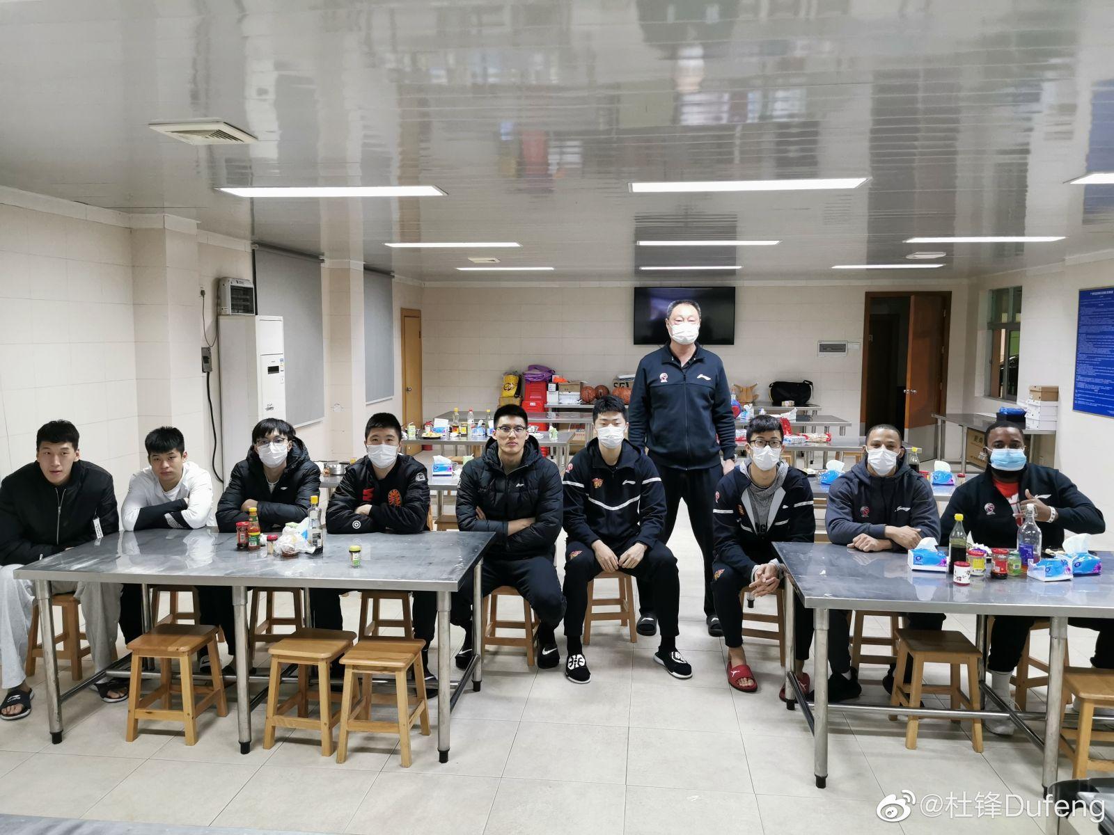 杜锋:广东男篮全体将士为中国女篮加油