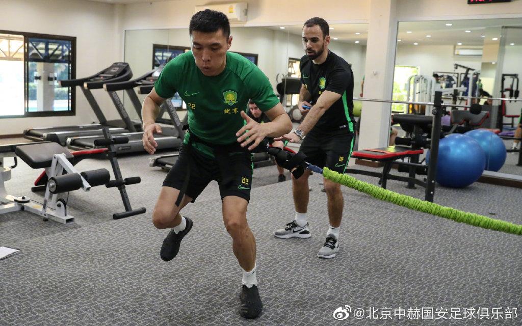 多图流:新援杨帆亮相国安,于大宝李磊与球队会合