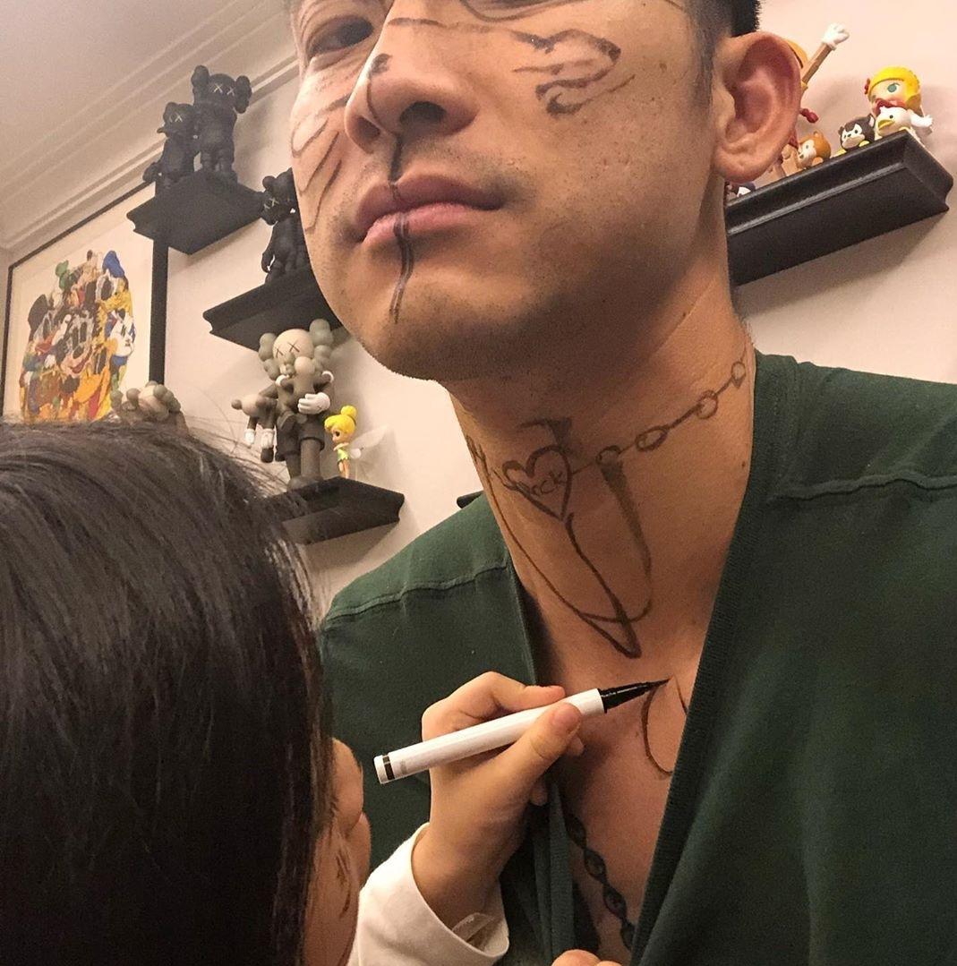 刘殿座晒出女儿画的涂鸦遭前队友调侃:兄弟,你好骚啊