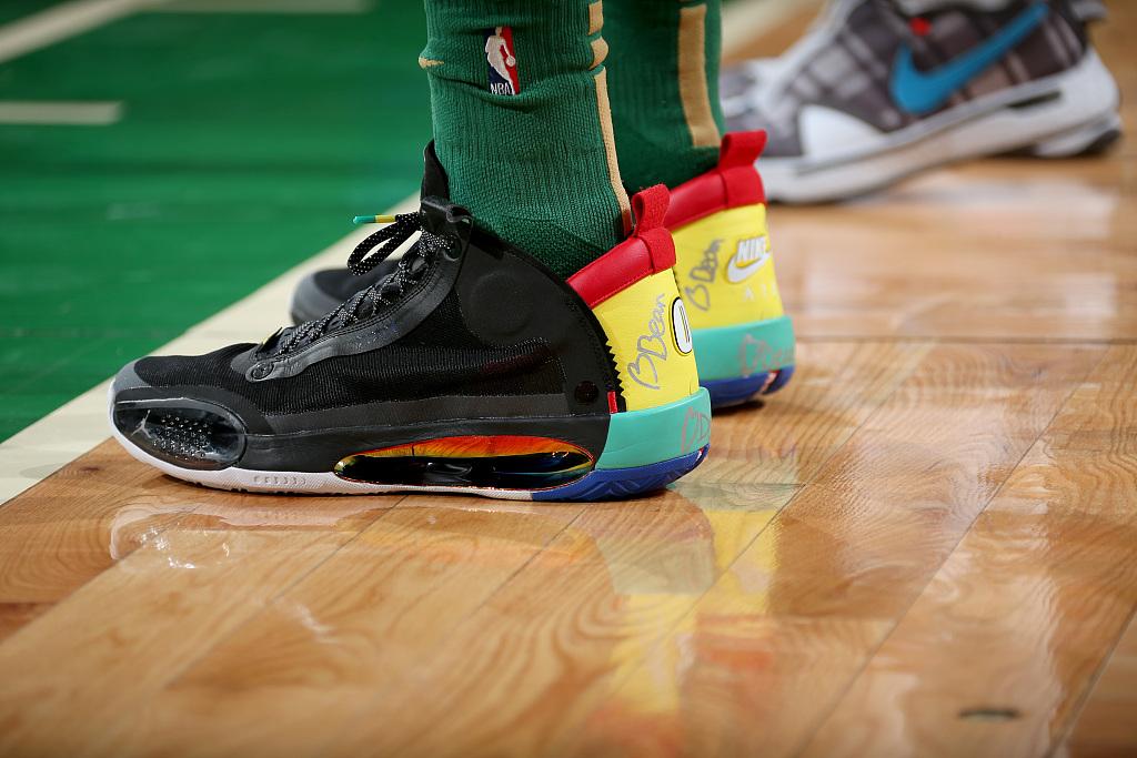 今日球鞋:塔特姆上脚AJ 34,海沃德上脚安踏 GH 1