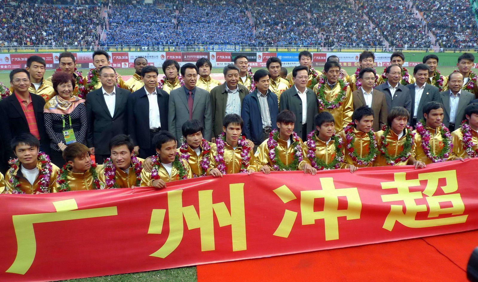 34岁生日快乐!回顾郜林恒大生涯,他把10年青春留在广州