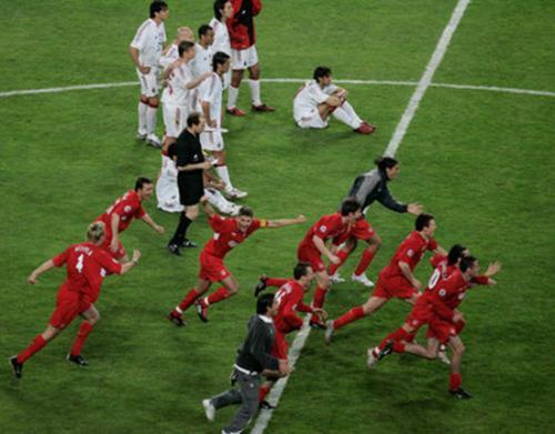 卡卡:若有人给我座世界杯冠军,我愿剪大罗当年的阿福头