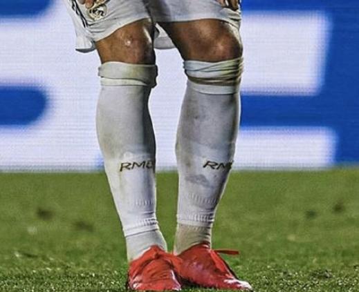 念旧?细心球迷发现阿扎尔穿戴的护腿板上有切尔西队徽