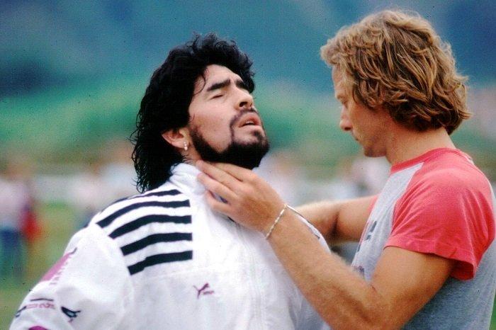 前队友:马拉多纳和梅西都是球场艺术家,梅西是当今最强