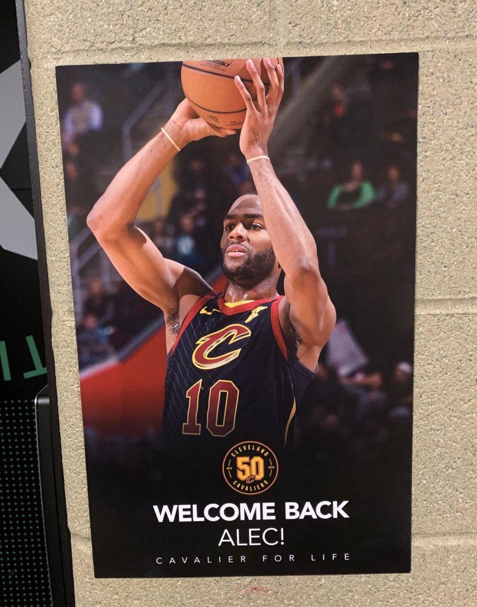 骑士球馆内张贴海报欢迎旧将亚历克