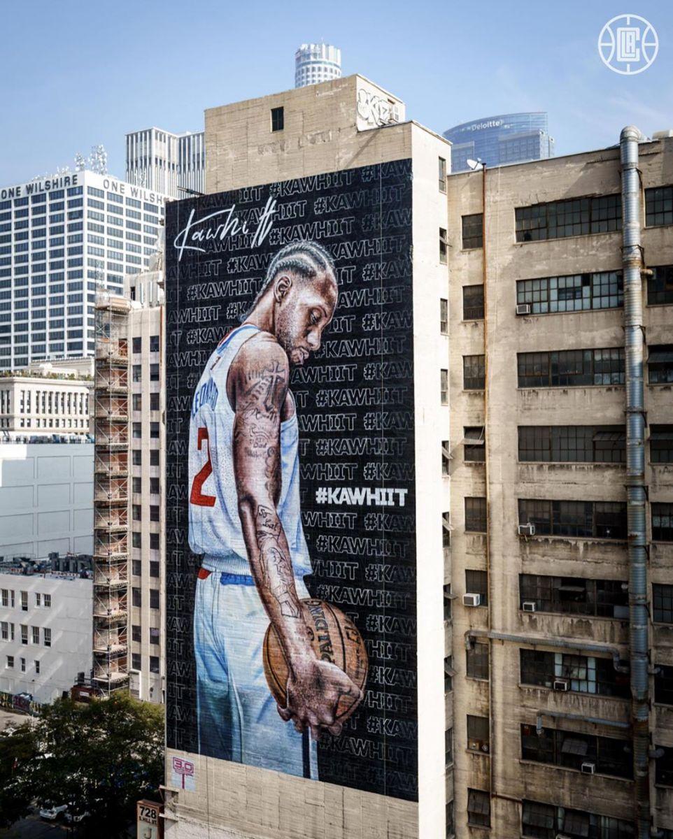 洛杉矶街头建筑张贴巨幅伦纳德画像,快船官方晒照
