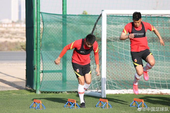 多图流:国足今日训练以身体恢复和定位球攻防演练为主