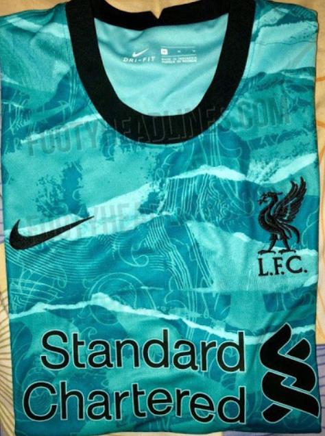 利物浦下赛季客场球衣谍照:主色调为薄荷绿,有新旧队徽