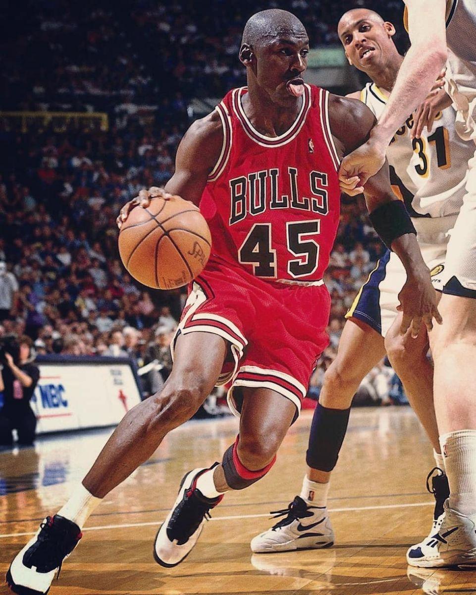 25年前的今天:乔丹复出首秀得到19分