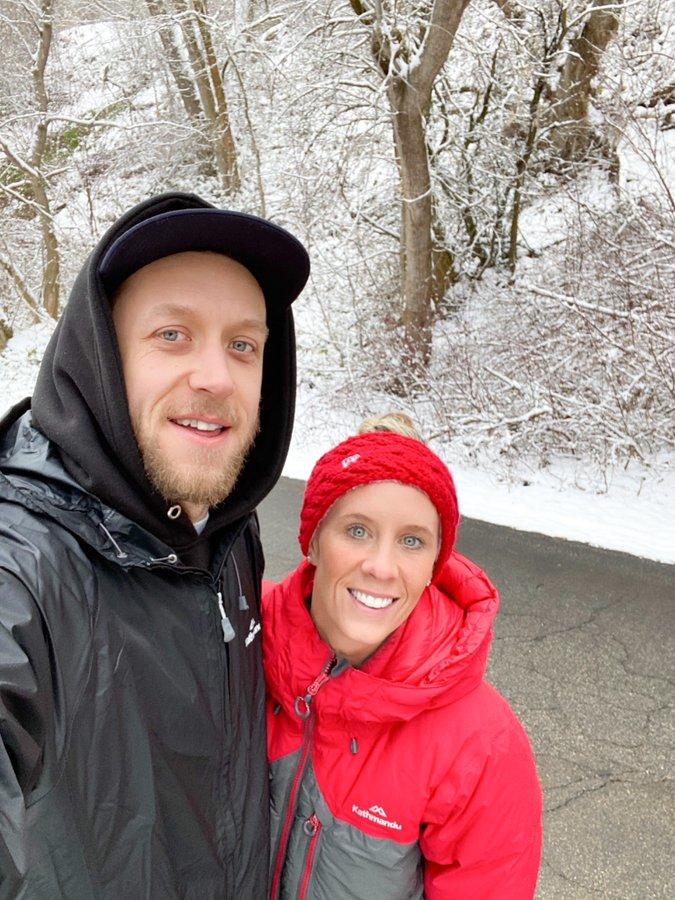 英格尔斯转发和妻子的户外照片:我们很幸运住在这个地方