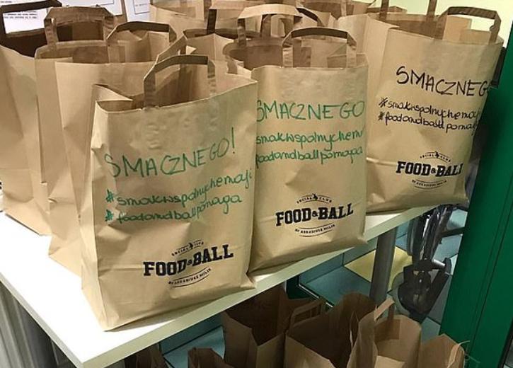 暖心!米利克的餐厅为波兰卡托维茨当地各家医院提供食物