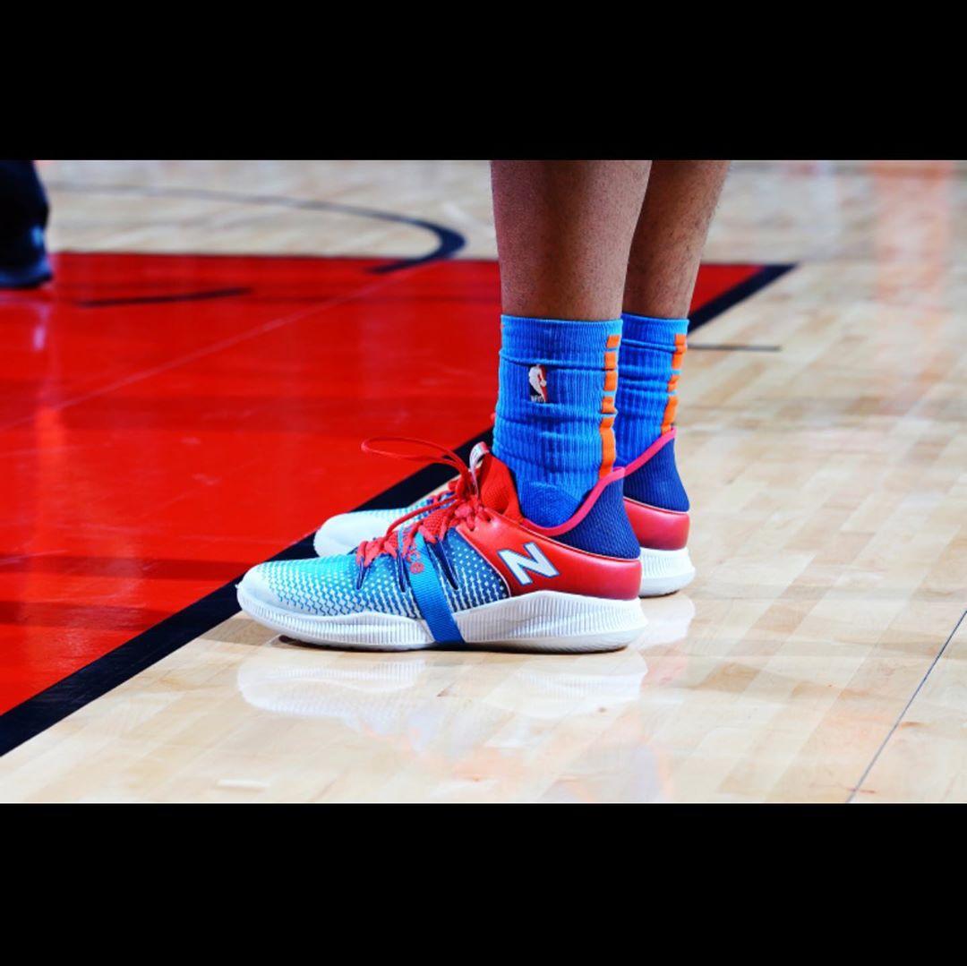 贝兹利晒最喜欢的本赛季上脚球鞋并发问:你们喜欢哪双?