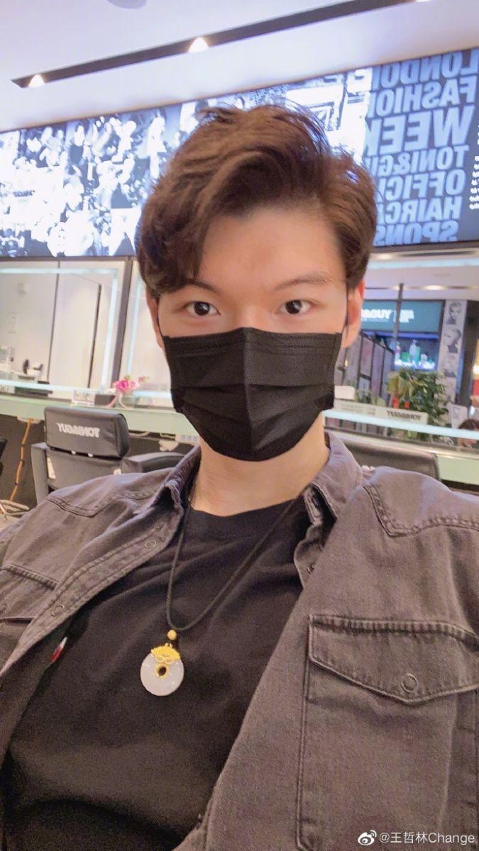 王哲林愚人节晒新发型:四月一号,可以喜欢我一下吗