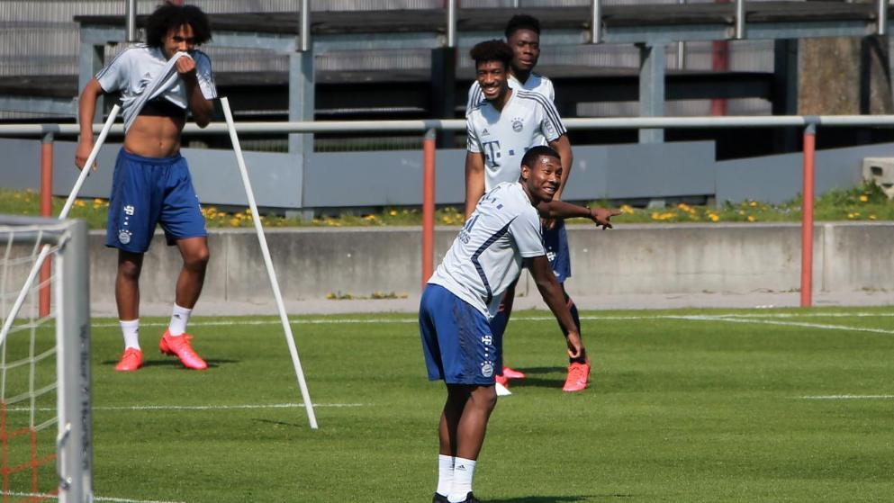 图片报:拜仁球员训练中充满欢声笑语,科曼笑得合不拢嘴