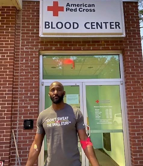 红十字血液中心发推感谢老鹰主帅皮尔斯及其妻子主动献血